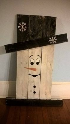 Pallet Scarecrow / Snowman by upcraftcycler on Etsy