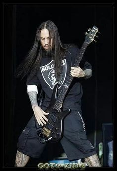 Fieldy. SO FREAKIN' COOL ~Band Queen