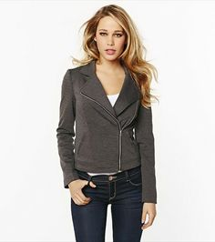 Trendy and sporty! This high low perfecto jacket looks fabulous paired with jeans or dress pants. Style Casual, Style Me, Autumn Winter Fashion, Spring Fashion, Moto Style, Teen Fashion, Style Icons, Style Inspiration, Clothes For Women