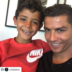 Footballer Cristiano Ronaldo becomes a father of Twins; Who is the mother of the twins? Find all the exclusive details here World Best Football Player, Soccer World, Soccer Players, Ronaldo Cristiano Cr7, Cristano Ronaldo, Messi, Rugby, Cr7 Jr, Cr7 Junior