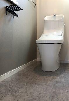 『アクセントクロス』を採用する時の留意点と実例たちをまとめてみました。 #アクセントクロス #壁紙 #インテリア #家づくり #マイホーム #トイレ #ひまわり工房 Toilet Room, My House, Flooring, Bathroom, Interior, Home, Design, Decor, Lifestyle