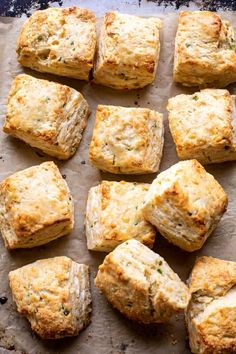 Layered Jalapeño Cheddar Biscuits with Salted Honey Butter.for breakfast, an afternoon snack, or as a side. Savoury Biscuits, Cheddar Biscuits, Buttery Biscuits, Savory Bread Recipe, Biscuit Recipe, Bread Recipes, Savoury Recipes, Honey Butter, Salted Butter