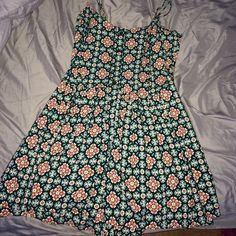 Macy's floral romper Size medium never woren looks super cute on Macy's Dresses