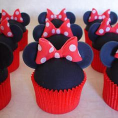 Minnie! My daughter would loose it if she saw these cupcakes!
