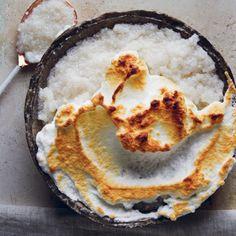 Coconut-and-vanilla sago pudding with Swiss meringue caps Coconut Recipes, Baking Recipes, Dessert Recipes, Yummy Recipes, Recipies, Sago Pudding Recipe, Pudding Recipes, South African Recipes, Ethnic Recipes