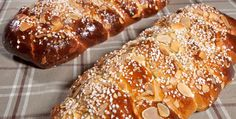 Pitkossa on kunnon sokerikoristelu. Baked Doughnuts, Sweet Bakery, Sweet Pastries, Yummy Cakes, Deli, Food Inspiration, Baked Goods, Sweet Recipes, Food And Drink