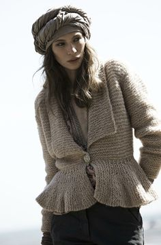 Second collection 2010 — Rabens Saloner. Interesting however, how about using tr crochet? Tighten the sleeve up to the elbow? Knit Jacket, Knit Cardigan, Hand Knitting, Knitting Patterns, Hand Knitted Sweaters, Knitting Sweaters, How To Purl Knit, Garter Stitch, Crochet Fashion