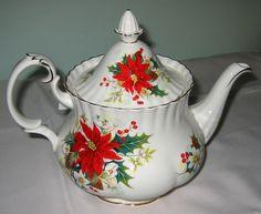 Royal Albert - Yuletide - Large Teapot