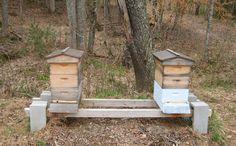 ❧ Hive stand