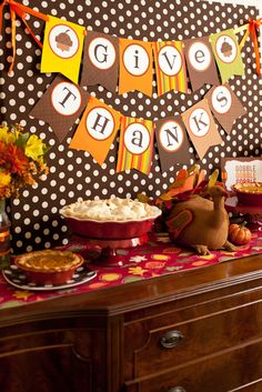 Thanksgiving Party Table #thanksgiving #party