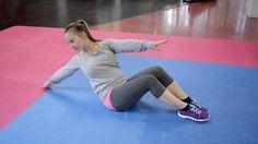 Viiden liikkeen vatsalihastreeni soveltuu tehtäväksi niin kotona kuin salillakin. Tee jokaista liikettä rauhallisesti 15 kertaa, 3-4 kierrosta sarjaa toistaen. Yhteistyössä: Liisa Saukkonen / Curves' Fitness, CompactFit