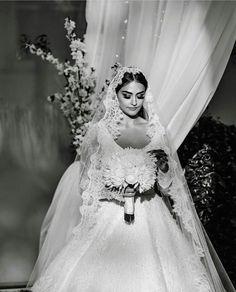 A real beauty queen... for all of @esbilgic fans and especially @esra.bilgic.arab.fans Uma verdadeira rainha da beleza ... para todos os fãs @esbilgic e especialmente @ esra.bilgic.arab.fans #weddings #events #flowers #love #luxury #royal #luxurylife # festa #design # istanbul#art #casamento #saopaulo #brazil #eventos #noiva #cairo #weddinginspiration # Wedding Day Weddings Your Big Day Turkish Beauty, Indian Beauty, Elegant Wedding Hair, Dream Wedding, She Was Beautiful, Most Beautiful, Arabian Women, Esra Bilgic, Beautiful Muslim Women