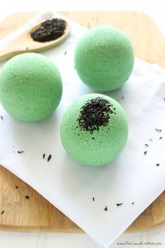 Green Tea Bath Bombs - homemade bath fizzy with moisturizing green tea extract.  Drop one of these bath bombs into your tub to create a relaxing and luxurious bath experience.