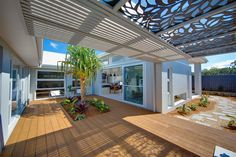 great decking and small tropical graden in the courtyard of The Stillwater Display Homes in Coffs Harbour Outdoor Living Areas, Indoor Outdoor Living, Outdoor Life, Outdoor Decor, Local Builders, Home Builders, Custom Home Designs, Custom Homes, Baby Boomer