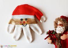 A Santa Claus hand print and salt dough - Noël {Décoration} - Diy Bathroom, Salt Dough, Baby Family, New Years Eve Party, Pinterest Blog, Family Activities, Elf On The Shelf, Diy For Kids, Baby Kids