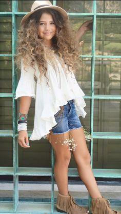 Bota Infantil Feminina: 25 Looks de Criança para Sua Filha Arrasar! Outfits For Teens, Stylish Outfits, Cute Outfits, Fashion Outfits, Fashion Hair, Stylish Clothes, Cheap Clothes, Fashion Clothes, Fashion Accessories