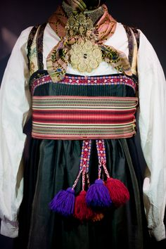 Folk Costume, Costumes, Norwegian Fashion, Traditional Outfits, Norway, All Things, Scandinavian, Embroidery, Drawing Tutorials