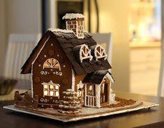 pikku murusia: Piparkakkutalo 2011 Gingerbread Village, Christmas Gingerbread House, Christmas Candy, Christmas Treats, Gingerbread Cookies, Christmas Decorations, Cookie House, House Cake, Holiday Baking