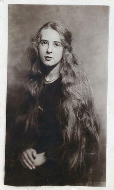 victorian girl gorgeous hair