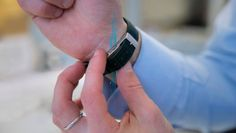 Imagine poder obter as mesmas funcionalidades do relógio inteligente sem abrir mão daquele seu modelo tradicional. Pois pare de imaginar e conheça o dispositivo que promete transformar qualquer relógio em um verdadeiro smartwatch.  #relógios #tecnologia #tech #fitness #smartwatches #gadgets