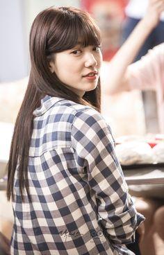 닥터스 포토스케치 비하인드 뒤돌아서 보고 있는 박신혜