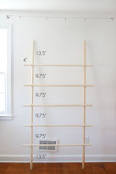 In Color Order: DIY Quilt Ladder Quilt Ladder, Diy Blanket Ladder, Quilt Display, Quilting Room, Sewing Rooms, Quilting Tutorials, Free Sewing, Wood Projects, Quilts