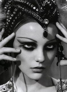 Photography by Sofia Sanchez & Mauro Mongiello   Vintage Makeup #20's makeup