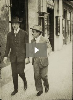 Fernando Pessoa strolling down Chiado Square (Lisbon), with his friend, journalist Augusto Ferreira Gomes, Photographer unknown. Royal Photography, History Of Photography, Book Writer, Book Authors, Antique Photos, Old Photos, History Of Portugal, Portuguese Culture, Writers And Poets