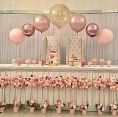 Such a cute baby shower idea #GlitterBalloons