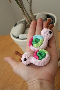 Amigurumi colourful snails (pattern)