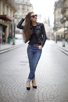 That would look even more awesome with Karen Millen Red Leather Jacket High Fashion, Winter Fashion, Street Fashion, Street Chic, Street Style, Over Boots, Vogue, Karen Millen, Passion For Fashion