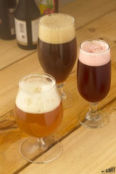 Cervezas belgas: dubbel de Westmalle, fruit lambic de Floris y tripel de Chimay.