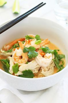 Coconut Curry Noodle Bowl – incredibly delicious, light, and refreshing Coconut Curry Noodle Bowl topped with chicken, shrimp,