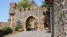 Torbogen Einfahrt Burg Staufenberg