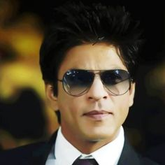 Shahrukh Khan.. MY GOOD LOVE OF GOD.. THIS MAN OOZES SEX APPEAL!!!!!!!!!! MY HEART CANT HANDLE THIS MUCH SEXY!!! <3 :)