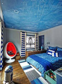 couleur chambre enfant déco plafond avec un dessin d'avion