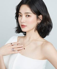 Song Hye Kyo seen with Natalie Portman, Natalia Vodianova and more in 'Chaumet' global event Korean Beauty, Asian Beauty, Song Hye Kyo Style, Natalia Vodianova, Song Joong Ki, My Hairstyle, Korean Celebrities, Korean Actresses, Beautiful Asian Girls