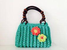 Green Milano bag with flowers. www.kleinewollwerke.de or www.facebook.com/kleinewollwerke