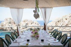 Fresh flowers for a wedding by the sea - Design by Capri Moments #capri #capriwedding #weddingcapri #weddingbythesea #receptiondinner #destinationwedding #italywedding #caprimoments #tablescape #tablesetting #peony #flowersdecor