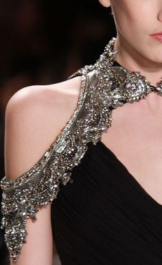 Haute Goth, via Monique Lhullier F/W 2011 † #hautegoth #haute #goth #fashion #extravagant #shiny #silver #collar #gemstones #resplendent #flashy #opulent #showy #detailed #accessory #MoniqueLhullier #2011