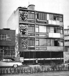 Edificio de apartamentos con inserciones mural de mosaico en la fachada, (dirección desconocida), Ciudad de México 1953.  Arq. Jorge Sánchez Ochoa -   Apartment building with mosaic mural insets on the facade, (address unknown), Mexico City 1953