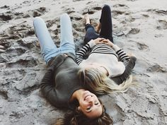 BRANDY MELVILLE Scarlett leithold and Alexis Ren