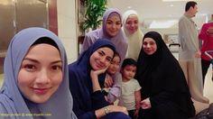 5 GAMBAR - NEELOFA DI TANAH SUCI TUNAI UMRAH   Pada 27 Disember lalu Neelofa bersama keluarga sepupu dan saudara-mara telah ke berangkat ke Tanah Sicu bagi menunaikan umrah. Difahamkan Neelofa yang menggangap ibadah umrah tersebut sebagai pembuka tirai baharu buatnya itu akan pulang ke Kuala Lumpur pada 7 Januari 2017. Selamat menjalani ibadah umrah dan semoga segalanya dipermudahkan.<< BERITA & GAMBAR SELANJUTNYA - SILA KLIK >> via My Artis Gosip