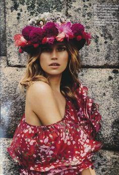 ╰☆╮Boho chic bohemian boho style hippy hippie chic bohème vibe gypsy fashion indie folk the . Bohemian Style, Boho Chic, Bohemian Print, Bohemian Gypsy, Mode Boho, Floral Headpiece, Flower Headdress, Boho Fashion, Fashion Tips