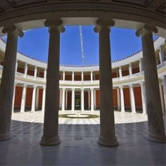 Kurzurlaub in Athen   Discover Greece Pool Bar, Athens City, Open Air, City Break, Pergola, Outdoor Structures, Small Shops, Ancient Greece, Acropolis