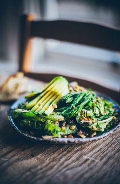 kale, quinoa, avocado and asparagus salad