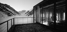 Deck view at Chalet C7, Portillo, Los Andes, Valparaíso Region, Chile. By Nicolás del Río + Max Núñez