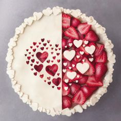 "78.7 mil Me gusta, 954 comentarios - J o s e (@naturally.jo) en Instagram: ""Left or Right? Strawberry pie with lots of hearts. Valentine's Day dessert idea! ✨ Inspired by…"""