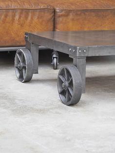 Table basse métallique