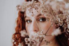 Photo by Joanna Nix on Unsplash Beautiful Redhead, Nice Body, Girl Photos, Redheads, Bodybuilding, People, Mortal Instruments, Relationship, Inspiration